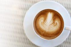 Art de latte de forme de coeur de boisson chaude de café Image libre de droits
