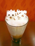 Art de Latte de Kitty 3D sur le chocolat glacé Photographie stock libre de droits