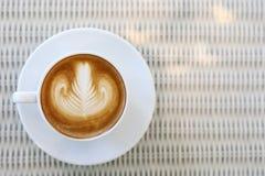 Art de latte de forme de coeur de boisson chaude de café Photo stock