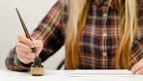 Art de pratique en matière de calligraphie d'écriture de femme Photos libres de droits