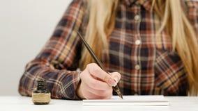 Art de pratique en matière de calligraphie d'écriture de femme Photographie stock