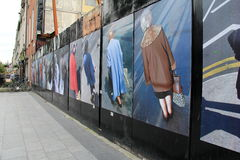 Art de rue des personnes au croisement, rue d'O'Connell, Dublin, Irlande, automne, 2014 Images libres de droits