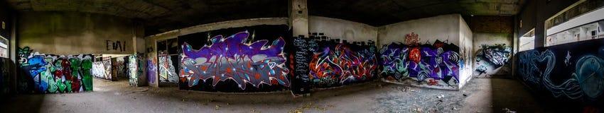 Art de rue sur la pièce abandonnée Images libres de droits