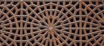 Art de tabouret avec les modèles géométriques sur le bois Photographie stock