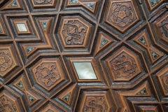 Art de tabouret avec les modèles géométriques sur le bois Image stock