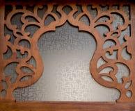 Art de tabouret dans les modèles géométriques sur le bois Images libres de droits