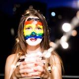 Art de visage d'arc-en-ciel Verticale de jeune jolie fille Photographie stock libre de droits