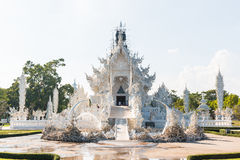 Art de Wat Rong Khun The dans le style d'un temple bouddhiste en Chiang Rai, Thaïlande Images libres de droits