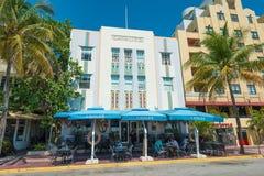 Art Deco architektura przy ocean przejażdżką w południe plaży, Miami Zdjęcie Stock