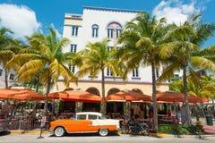 Art Deco architektura przy ocean przejażdżką w południe plaży, Miami Obraz Royalty Free