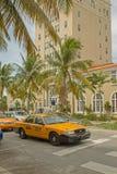 Art Deco architektura przy ocean przejażdżką w południe plaży, Miami Ameryka, napój obraz stock