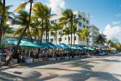 Art Deco architektura przy ocean przejażdżką w południe plaży, Miami Fotografia Royalty Free