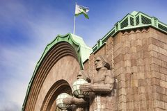 Art Deco Figures Helsinki Railway-Station lizenzfreie stockfotografie