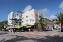 Art Deco i drzewka palmowe w Miami plaży, Floryda zdjęcia royalty free