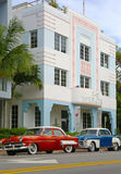 Art Deco i starzy samochody w Miami plaży Zdjęcia Royalty Free