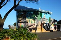 Art Deco murial sur les toilettes publiques, Napier, Nouvelle-Zélande Images libres de droits