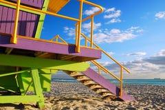 Art Deco ratownika stojak przy Miami plażą Fotografia Stock