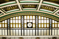Art Deco Station Interior With-Uhr Lizenzfreie Stockfotos