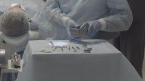 Art dentaire d'instruments médicaux, pas couleur corrigée, bon pour l'évaluation de couleur banque de vidéos