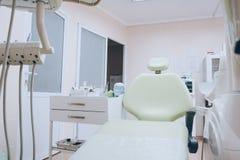 Art dentaire, médecine, matériel médical et concept de stomatologie Ton blanc photos libres de droits