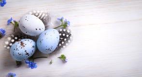 Art Easter ägg- och vårblommor; lycklig påsk; Royaltyfria Foton