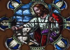 Art en verre souillé ; Le Christ et agneau Image stock