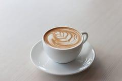 Art et métier de style de tulipe de latte de café Foyer sélectif Photo stock