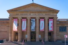 Art Gallery av NSW med utställningbaner på fasad Royaltyfri Bild