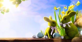 Art Happy Easter Day; familiepaashaas en paaseieren royalty-vrije stock foto
