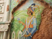 Art indien coloré sur le mur cassé images stock
