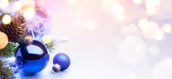 Art Merry Christmas e buon anno; backgrou luminoso di feste Fotografie Stock