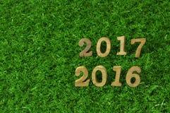 Art mit 2016 und 2017 hölzerne Zahlen Stockbilder