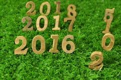 Art mit 2015, 2016, 2017 und 2018 hölzerne Zahlen Lizenzfreies Stockbild
