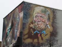 Art mural dépeignant Donald Trump à la rue de Troutman à Brooklyn image stock