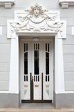 Art nouveau do estuque da porta de entrada imagens de stock