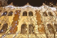 Art Nouveau - eklektisk stilbyggnad med julgarnering Fotografering för Bildbyråer