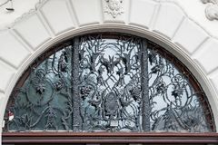 Art Nouveau-huis met overladen druivenrooster van Lviv, de Oekraïne royalty-vrije stock fotografie