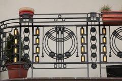 Art Nouveau ironworkbalkong i Prague royaltyfri fotografi
