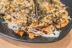 Art Okonomiyaki Kansai, japanischer wohlschmeckender Pfannkuchen oder bekannt als Ja lizenzfreies stockbild