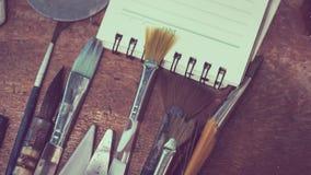 Art Paint Brushes Tool Set en el papel foto de archivo libre de regalías