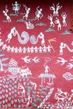 Art peint sur le mur d'un temple de Warli à l'intérieur du ` s SGNP de Mumbai photographie stock