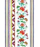 Art populaire décoratif de l'Europe de l'Est - frontière florale sans couture avec les fleurs fleuries indigènes, rayures waterco Illustration Stock