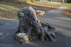 Art public en parc de séquoia dans Surrey photographie stock