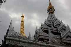 Art sur l'église de toit au temple Photographie stock