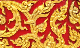 Art thaïlandais de style de vintage de découpages en pierre classiques de modèle sans couture floral d'or sur la texture concrète Photos stock