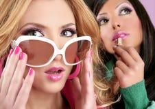 Art und Weise barbie Puppeart-Mädchen rosafarbenes lipstip Stockfoto
