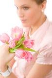 Art und Weise - junge romantische Frau mit Frühlingstulpen Stockfoto