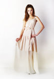 Art und Weiseart - stilvolles Mädchen im flippigen langen Kleid Stockfotos