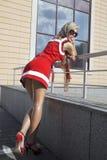 Art und Weiseblondinefrau Stockfoto