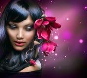 Art und Weisebrunette-Mädchen Lizenzfreies Stockfoto
